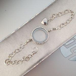 Jewelry - Floating Charm Locket Bracelet